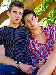 Liam Riley and Evan Parker are having an adorable afternoon enjoying a picnic
